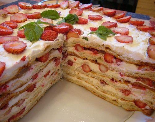 Млинцевий торт з полуницею