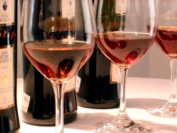 Чим відрізняється напівсолодке вино від солодкого