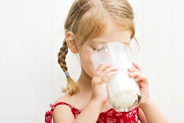 Як давати козяче молоко дитині