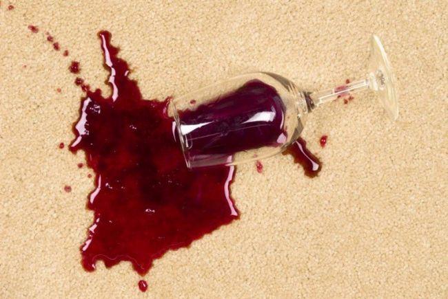 Як відмити пляму від вина