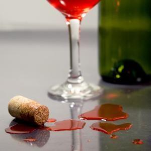 Як відіпрати плями від вина