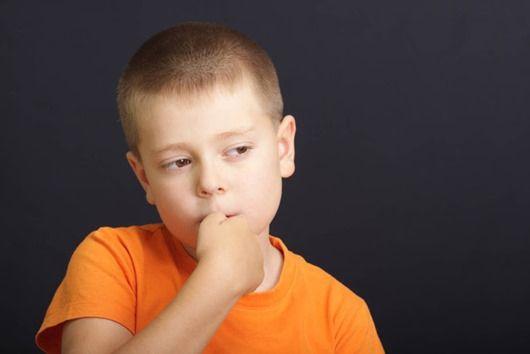 Як відучити малюка від звички гризти нігті