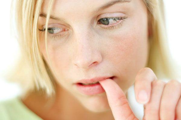 Як перестати гризти нігті на руках