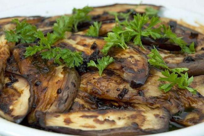 Як приготувати баклажани швидко і смачно на сковороді