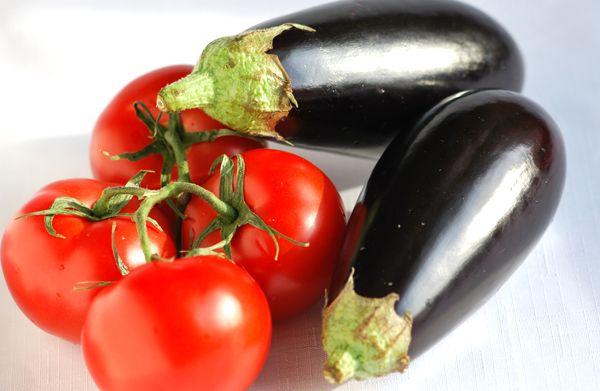 Як приготувати баклажани з помідорами на грилі