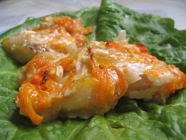 Як приготувати рибу з морквою і цибулею в духовці