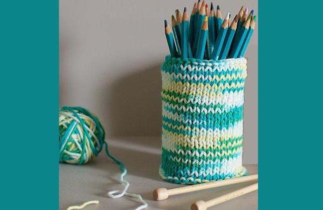 Як зробити декоративний склянку під олівці просто і швидко