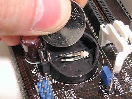 Витягніть і вставте потрібну батарейку - і пароль БІОС буде видалений
