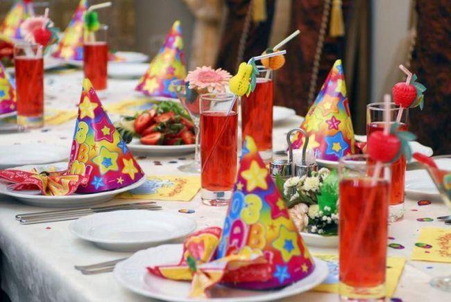 Як прикрасити стіл на день народження дитини: цікаві ідеї