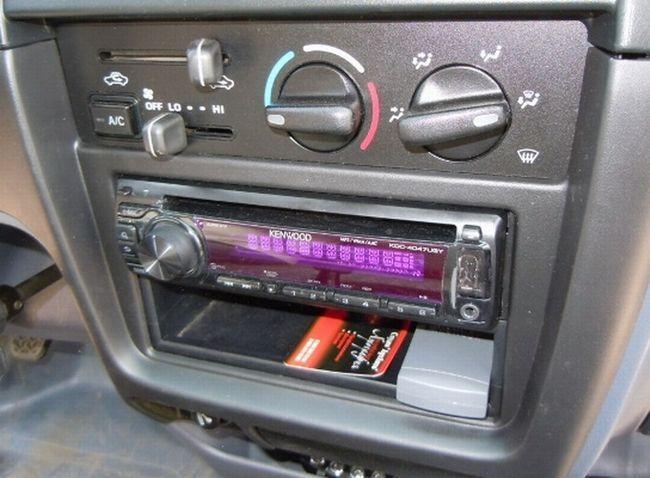 Як встановити магнітолу в машині