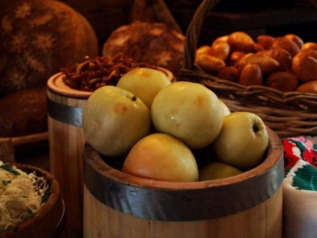 Мочені яблука