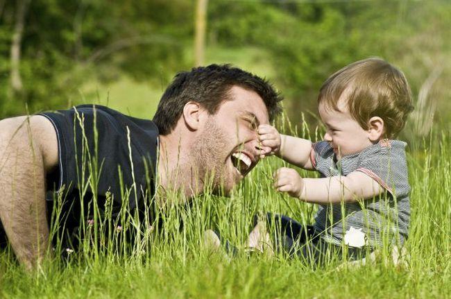 Дозвольте своєму чоловікові стати хорошим батьком