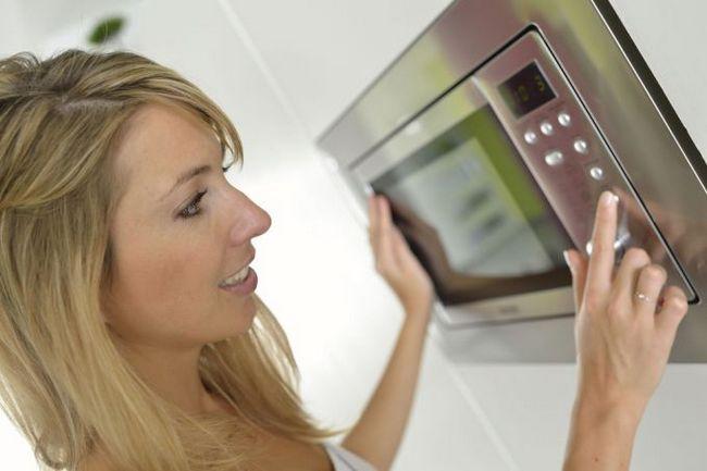 Стерилізація дитячого посуду: мікрохвильовка годиться не тільки для їжі!