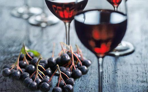 Смачне і просте вино з чорноплідної горобини